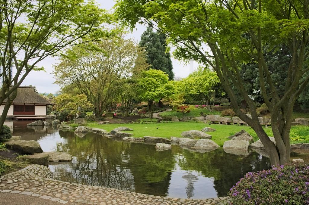 """Das Teehaus im japanischen Garten des Hamburger """"Planten-un-Blomen""""-Parks."""