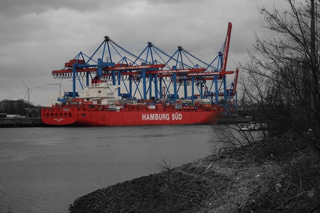 Das Containerterminal Altenwerder an der Süderelbe