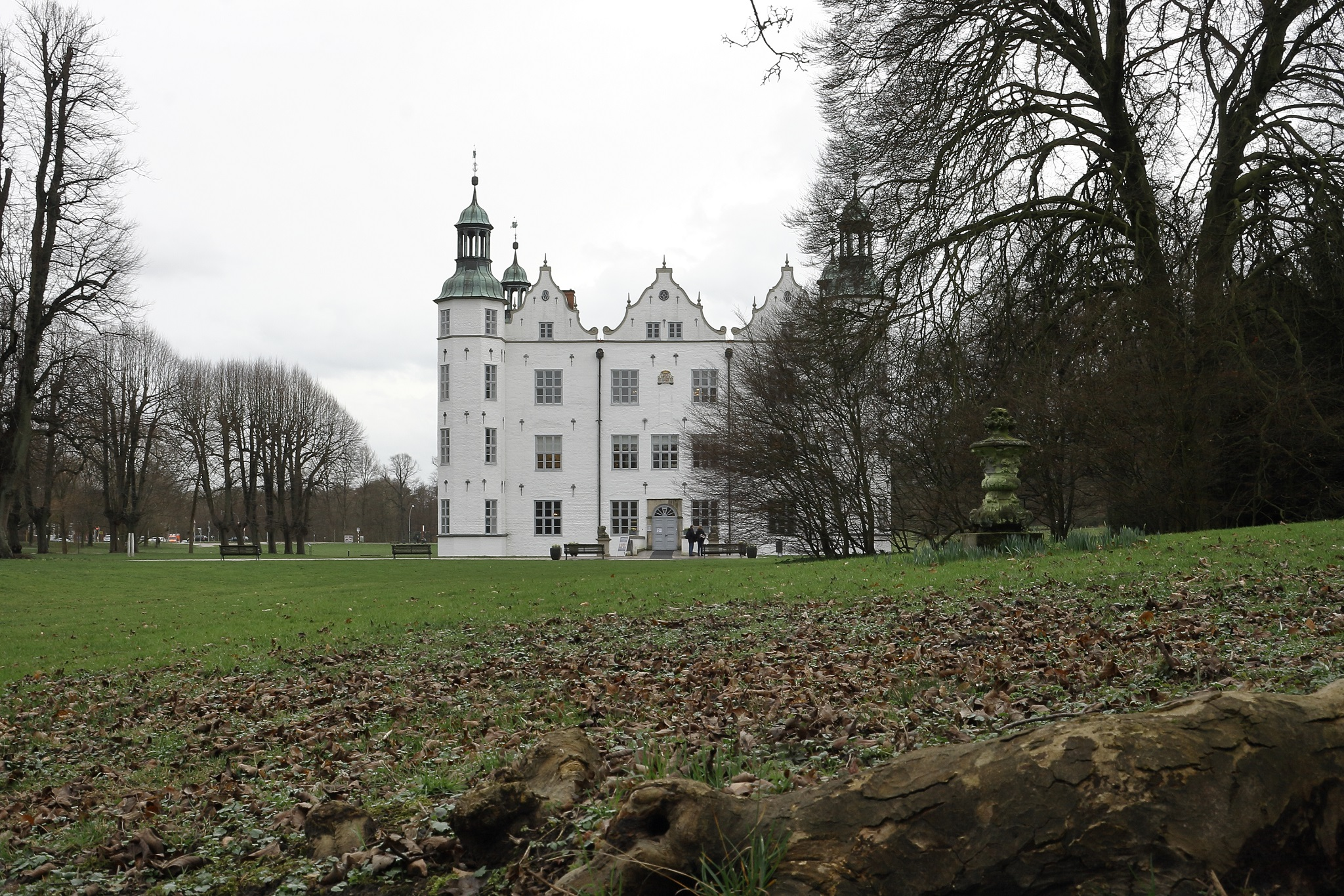 Schloss Ahrensburg - Landsitz der Familie Schimmelmann, die Mitte des 18 Jahrhunderts durch Porzellanhandel reich geworden war.